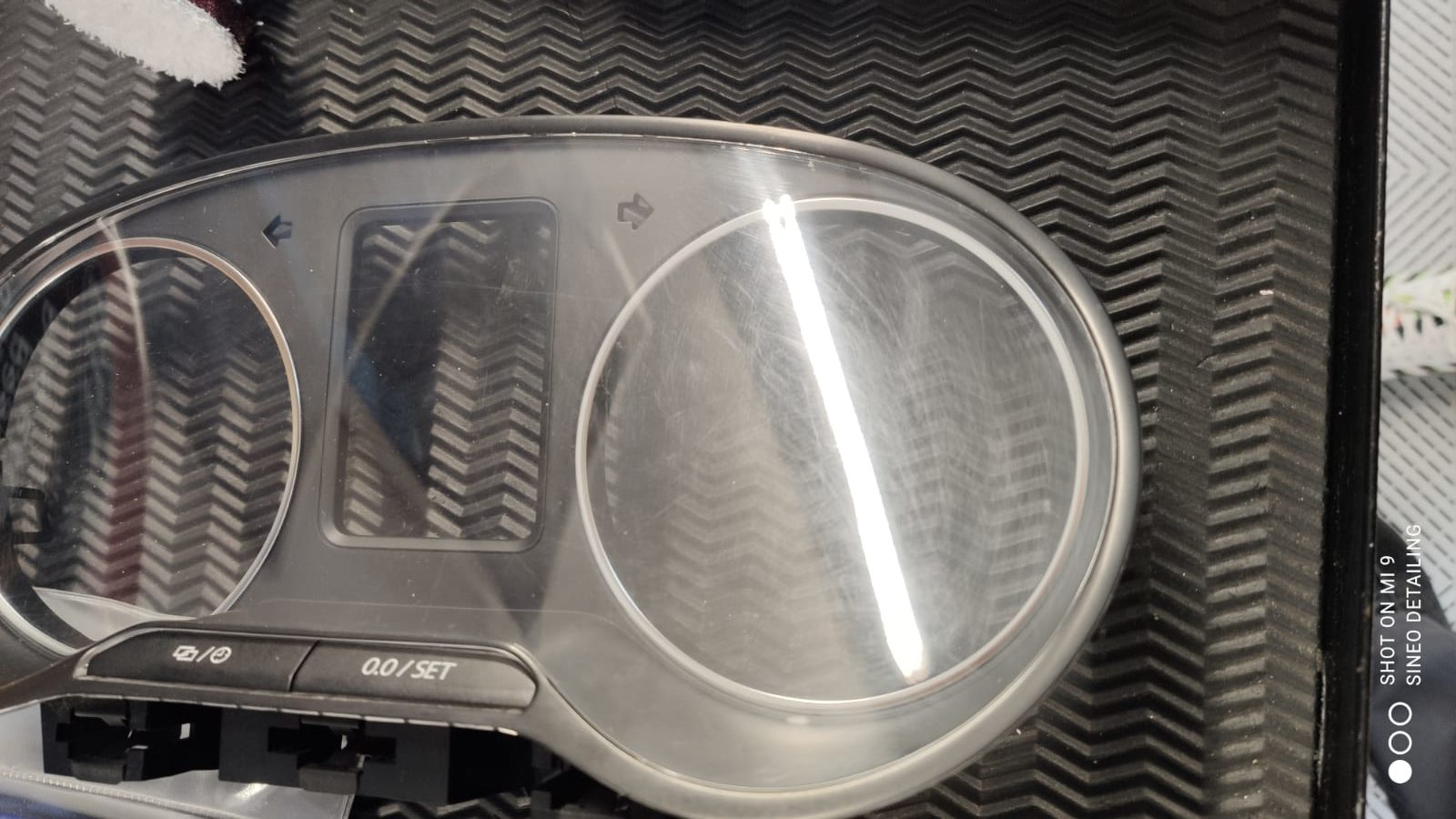 Lustrage compteur pour effacer les micros-rayures Volkswagen Amarok